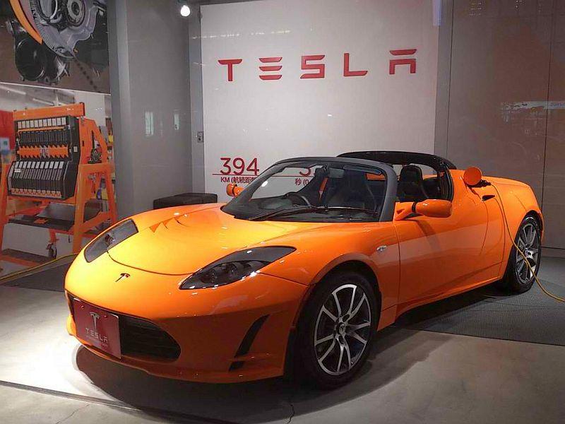 tesla roadster v01